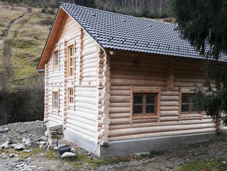 pompa de caldura la pensiune din lemn