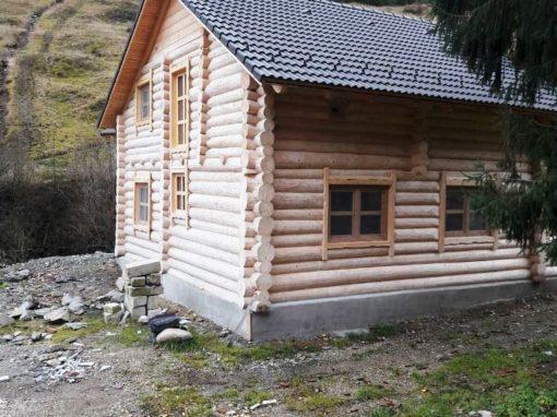 Pompa de caldura geotermala la pensiune din lemn